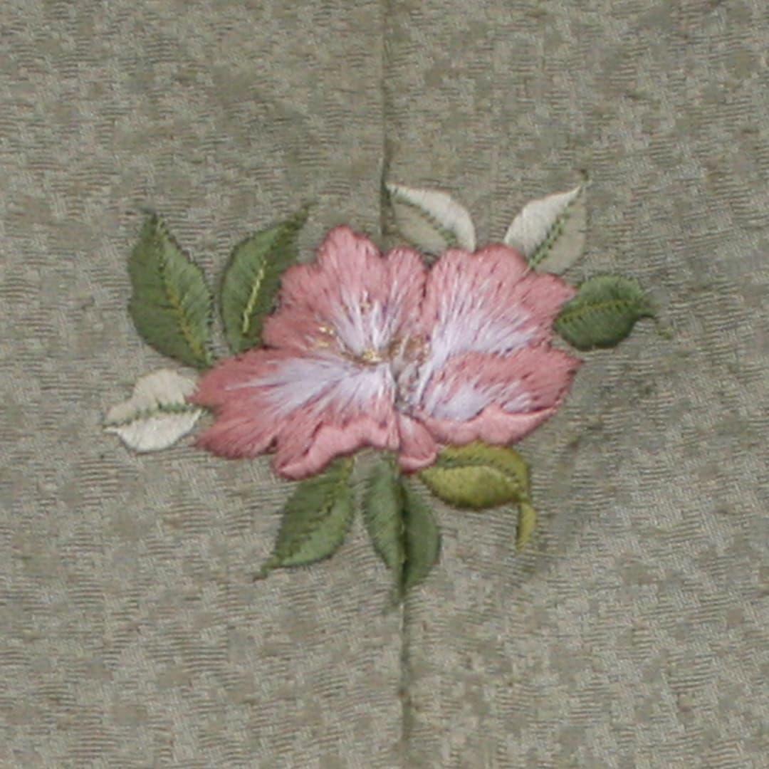 【(M-1)ハマナス】 お洒落紋 着物 華紋 刺繍 加賀紋