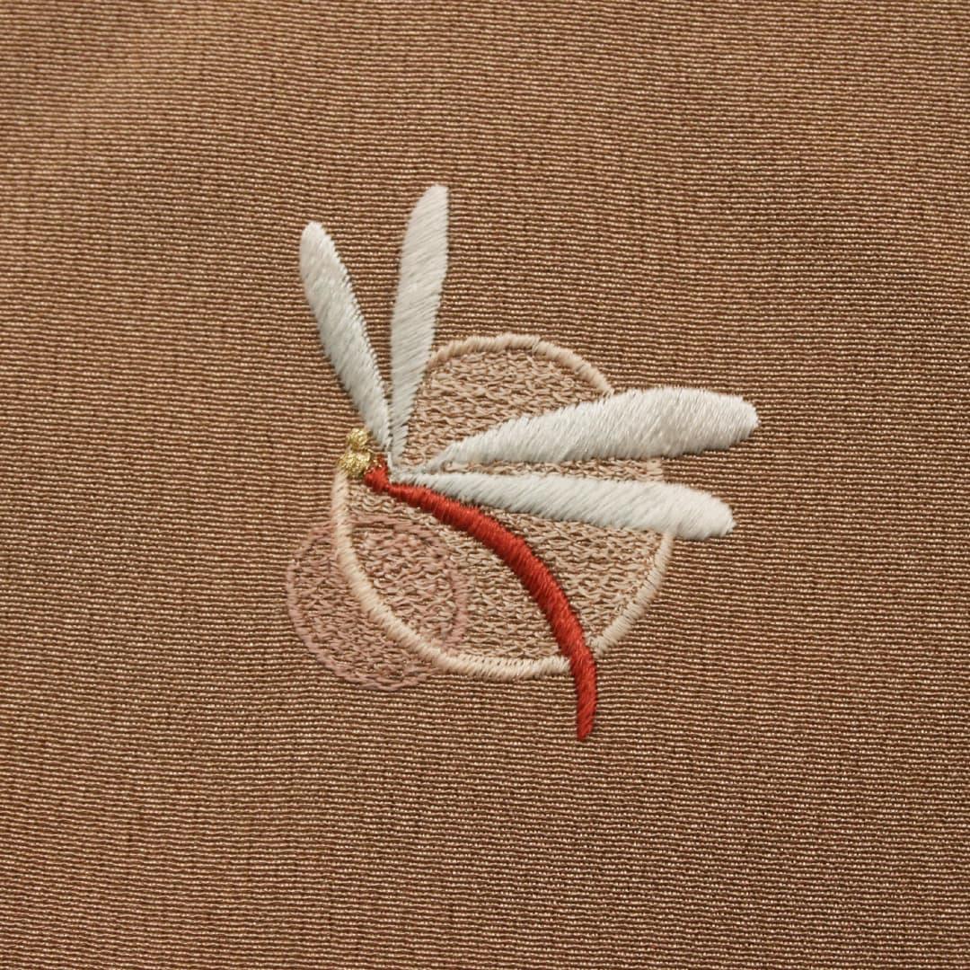【(M-7)丸にトンボ】 お洒落紋 着物 華紋 刺繍 加賀紋