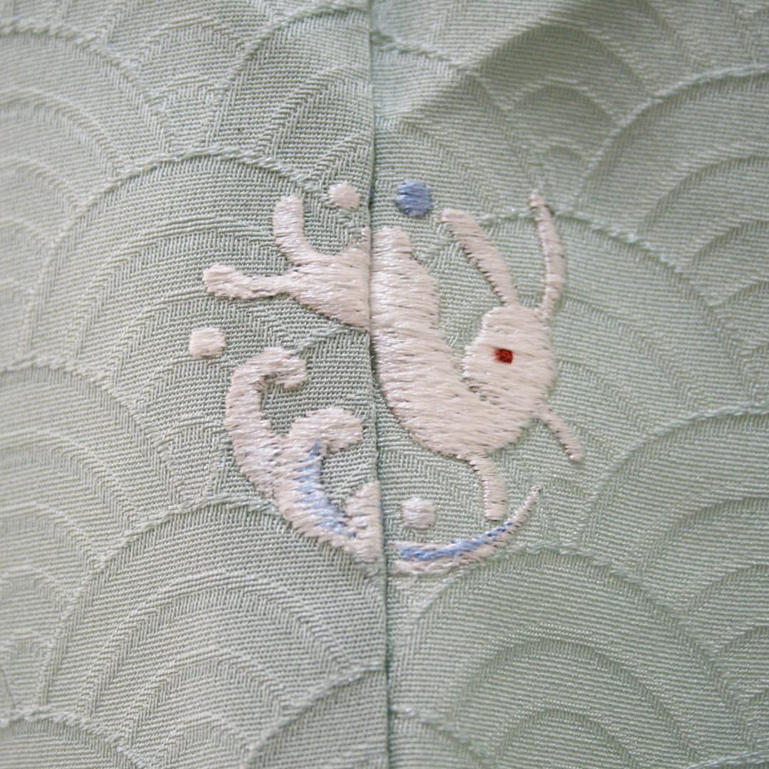 【うさぎに波】 お洒落紋 着物 華紋 刺繍 加賀紋